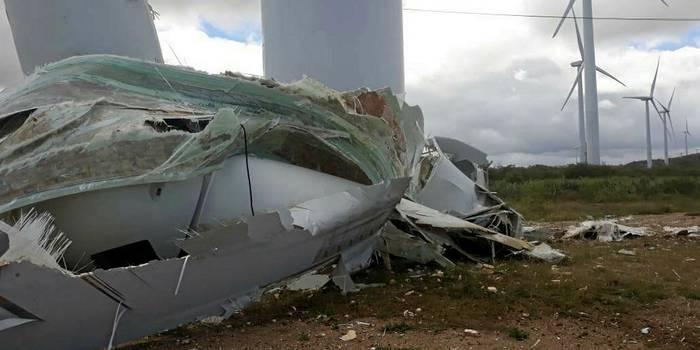GE wind turbine collapses