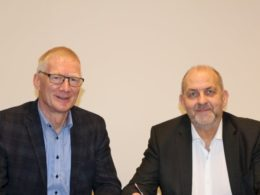 Kamstrup and Gelsenwasser signing the deal to cooperate in Germany